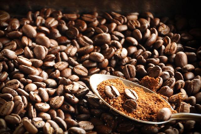 lžíce v kávě
