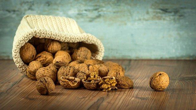 pytlík s ořechy