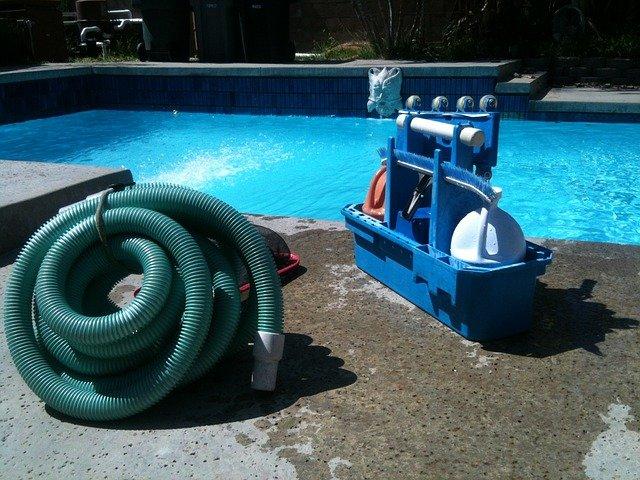vysávání bazénu