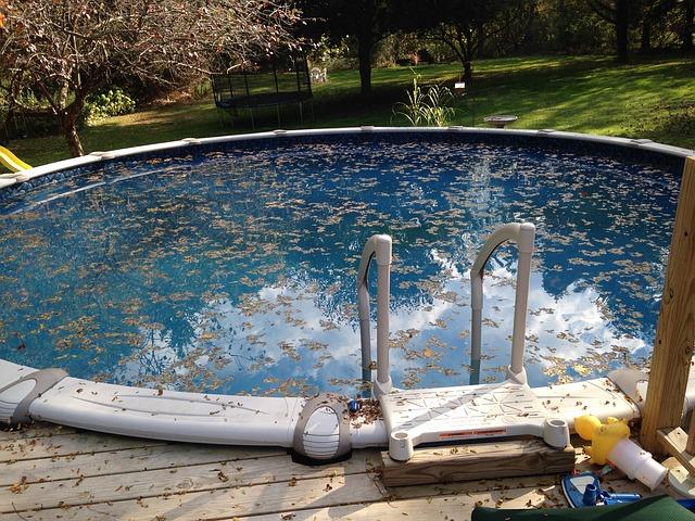 bazén na podzim