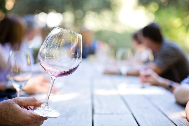 prázdná sklenice na víno