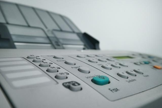běžná kancelářská tiskárna