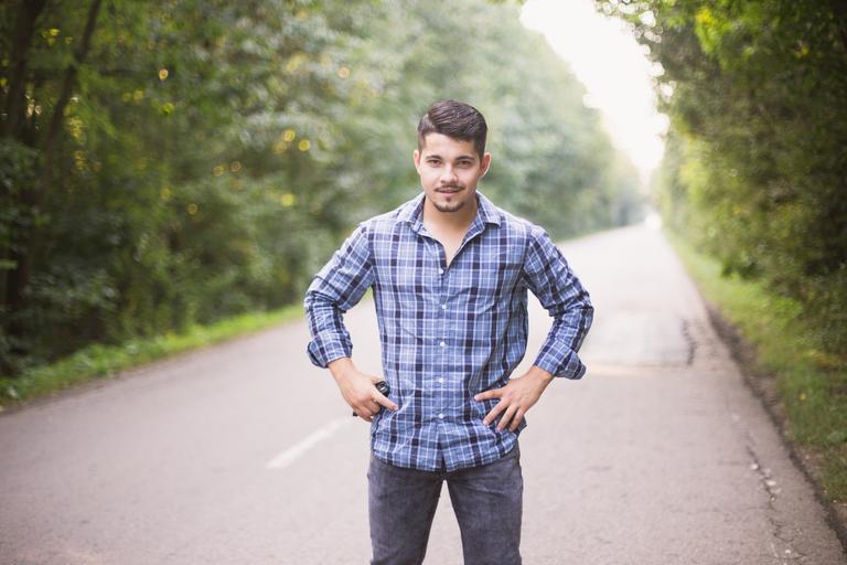 muž na silnici